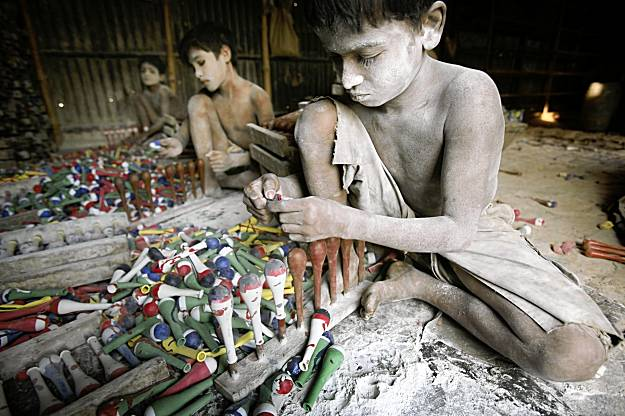 the problem of sweatshops The causes of child labour and sweatshops what is child labour and what are sweatshops there are more slaves today than ever before in human history.